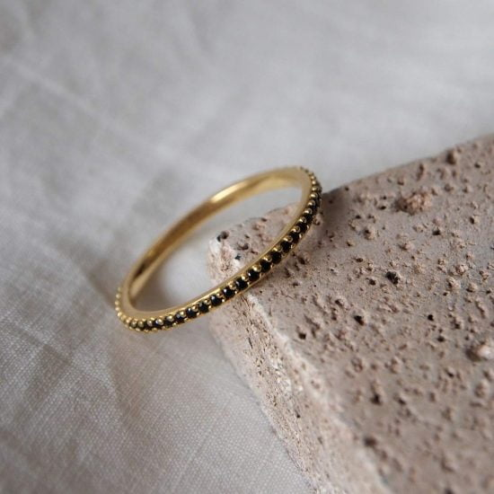 Eternity Ring Black Spinel gold